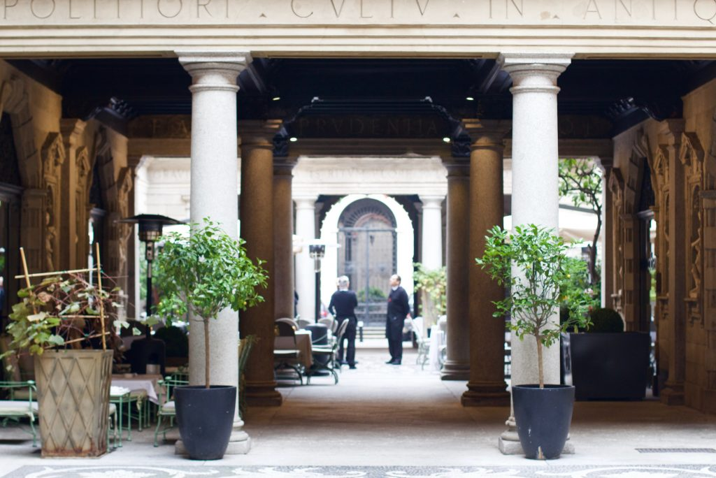 MILANESE LIFESTYLE - 5 BEST PLACES FOR LUNCH WHILE SHOPPING IN MILAN